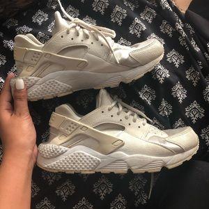 Women's Nike Huaraches Size 9
